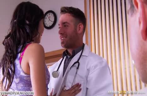 Пока пациент немощный доктор трахает его жену Miko Dai