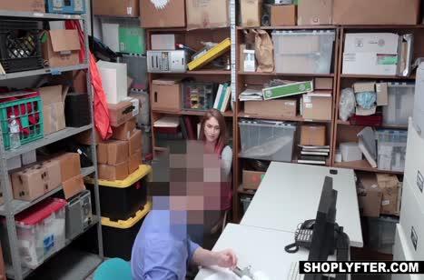 Skylar Snow отрабатывает провинность смачным сексом