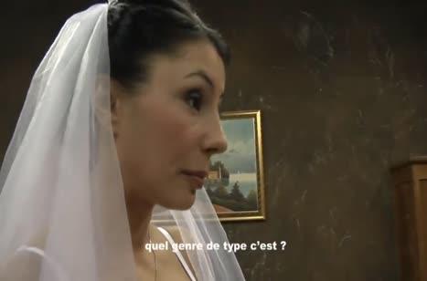 Грудастая невеста напоследок отрывается с любовником