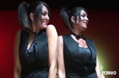 Девочки с большими буферами ласкаются на бильярдном столе