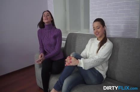 Лесбиянки на кастинге согласились на трах с мужиком