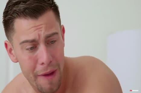Jenna Ross хитро затащила паренька к себе в постель