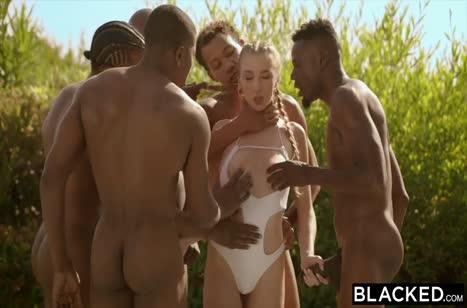 Три белые девочки красиво спариваются с черными ухажерами
