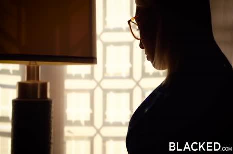 Симпотную Кимберли Брикс натянули двое черных парней