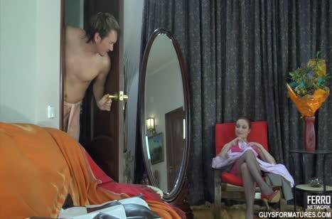 Русская жена активно пристает к мужу после душа