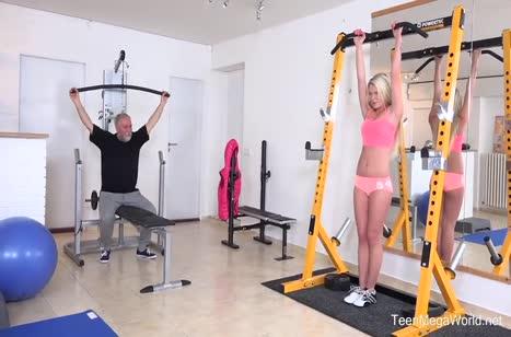 Грудастая блондинка Claudia Macc трахается с бородатым качком